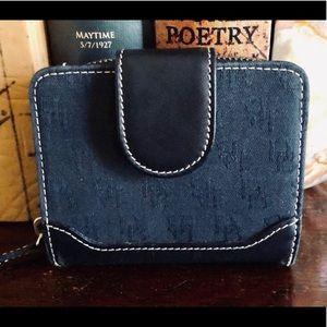 Dooney & Bourke signature bi-fold wallet so classy